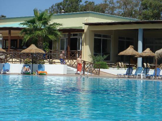 Kipriotis Maris: Maris pool and bar area