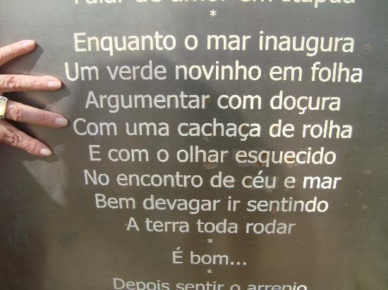 Mar Brasil Hotel : Praça com as letras das músicas de Vinicius de Moraes...lindas!