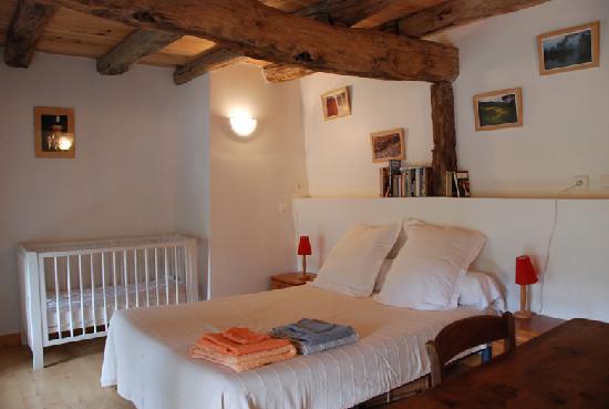 chambre cocoon photo de gite et chambres d 39 hotes de lasgorceix saint leger la montagne. Black Bedroom Furniture Sets. Home Design Ideas