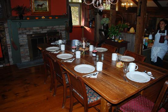 Olde Rhinebeck Inn: Breakfast in Original House