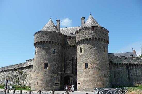 La porte saint michel porte d 39 entr e principale de la for Porte unie st michel