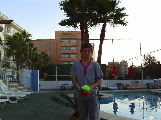 Hotel Sur: the pool area /tennis court