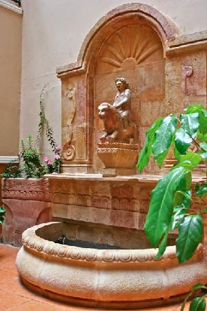 San Marino Royal Hotel: Fuente
