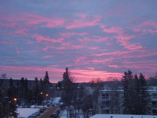 Fort McMurray, Kanada: Winter sunrise from hotel window
