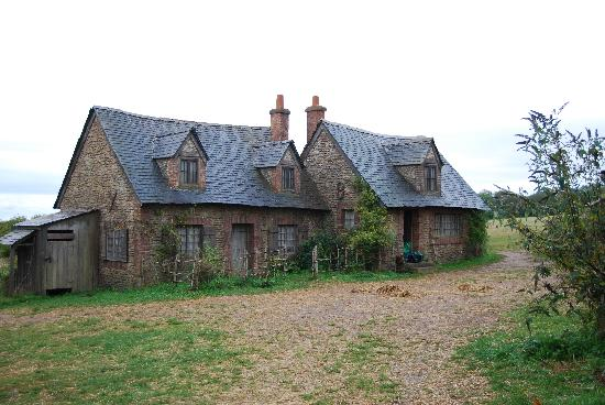 Hatt Farm: Two of the cottages of Lark Rise. Inside is just scaffolding. It felt like a ghost town.
