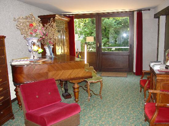 Hostellerie Sarrasine: The Music Room