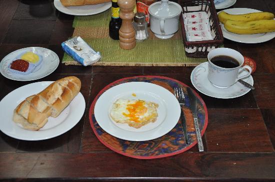Villa That Luang: Breakfast