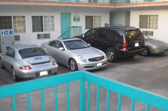 Hollywood Guest Inn: Parkplatz war etwas eng
