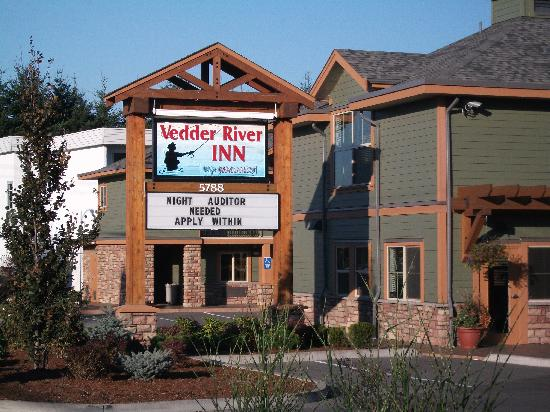 Vedder River Inn: cant miss as you drive down vedder rd