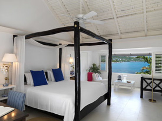 Round Hill Hotel & Villas: Ralph Lauren-Designed Oceanfront Rooms