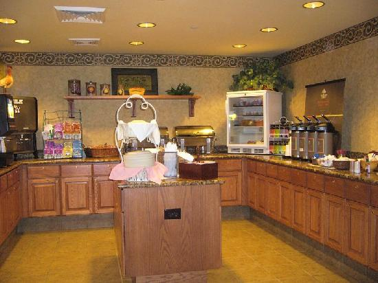 Country Inn & Suites by Radisson, Green Bay East, WI: Breakfast Selections 1