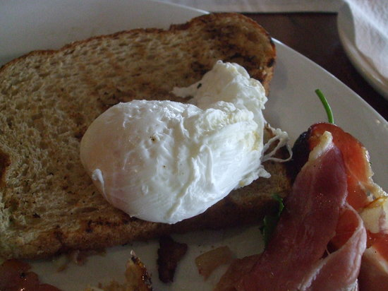 Stokehouse - Cafe Bistro: One of the 2 ' plonked'eggs and bacon with fat cut off