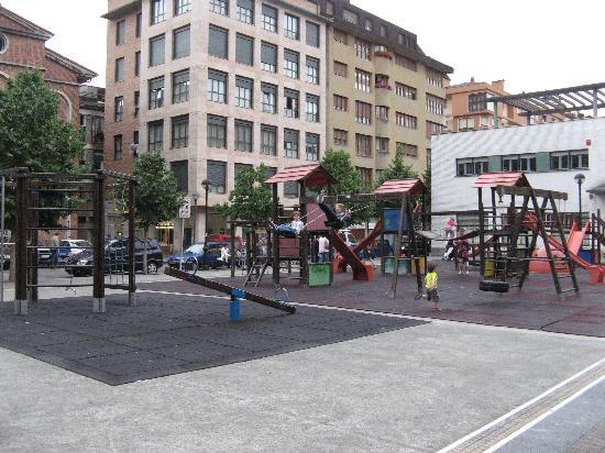 Hotel Oria: Large playground near the hotel