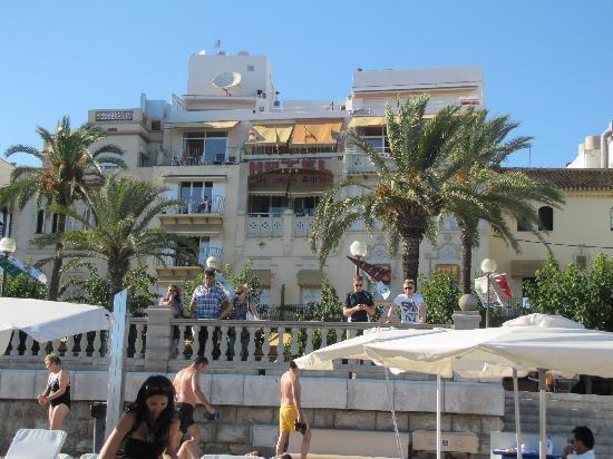 Hotel La Santa Maria: view of hotel from beach