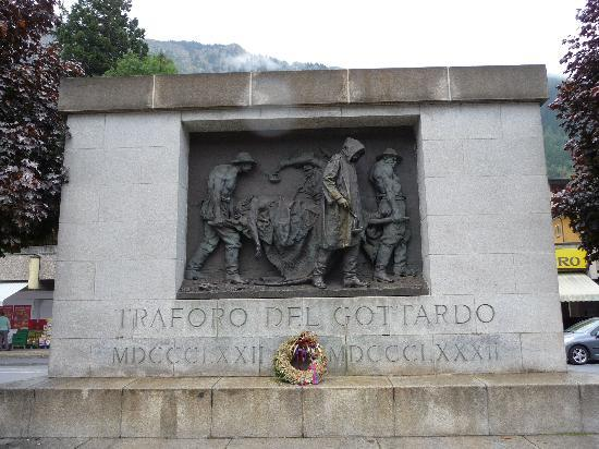 Airolo, Suiza: Gottard memorial near the Forni