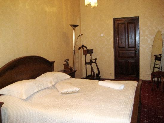 Hotel Azure: 2