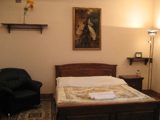 Hotel Azure: 3