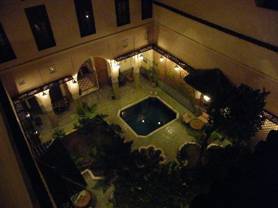 Riad Jaouhara: El patio de noche