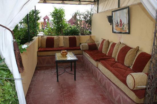 Riad Villa Harmonie: a l'etage canape pour se detendre