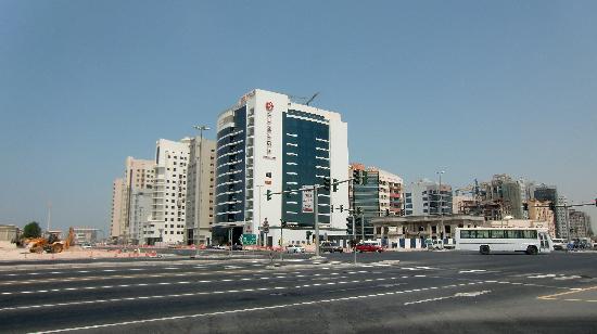 Ramada Chelsea Al Barsha: hotel von draußen