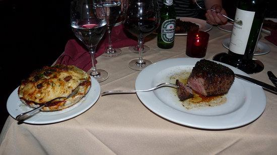 Robert's Steakhouse: Filet mignon with potatos gratin/bacon