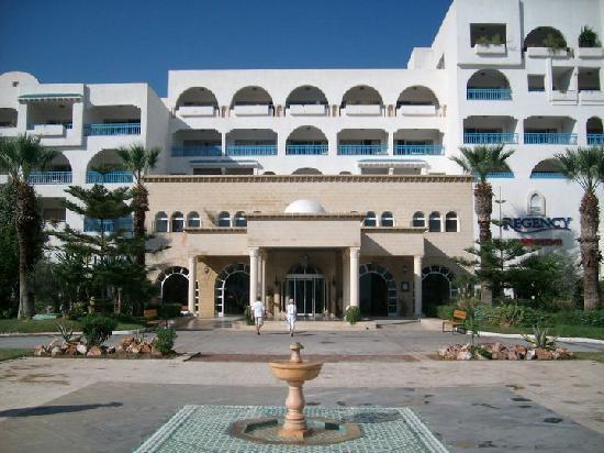 Regency Hotel and Spa : Entrée de l'hôtel