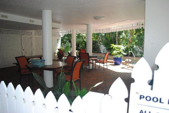 Apartments at The White House Port Douglas: pool area