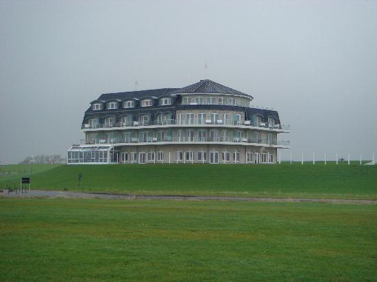 Wremen, Alemania: Hotel von der Strandseite aus gesehen