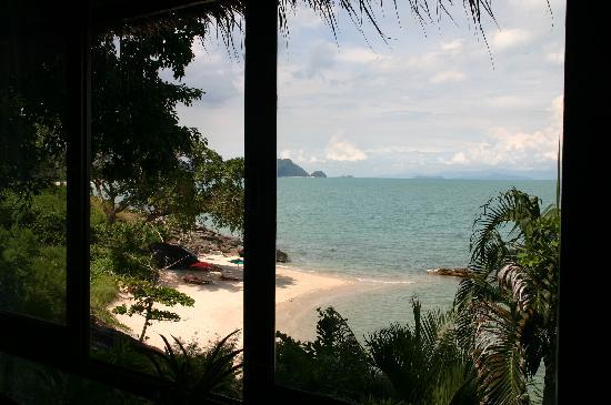 Khanom Hill Resort: beach in front of our patio