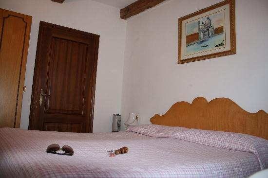 Hotel Riva: Our room - simple, clean and quiet.