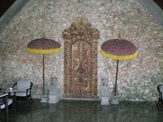 The Oberoi Bali: doors in reception