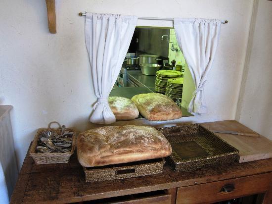 Le Clos de Gustave : Fresh bread in Glos de Gustave