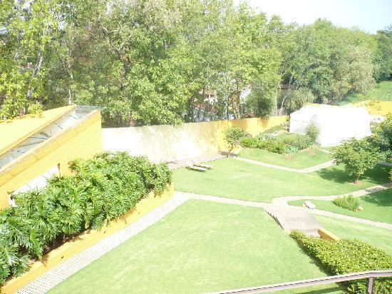 Hotel Spa Casa en el Campo: Vista de los jardines del hotel-spa