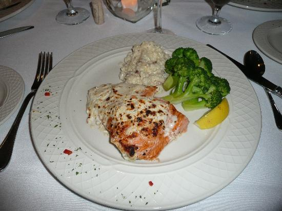 Milford Oyster House: Salmon
