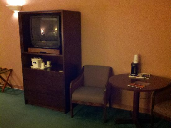 Howard Johnson Express Inn - Amherst Hadley: 3rd Floor room