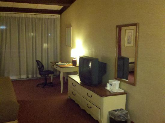 Howard Johnson Express Inn - Amherst Hadley: 3rd Floor Room