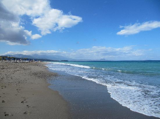 Nefeli Hotel: Local beach Platanias