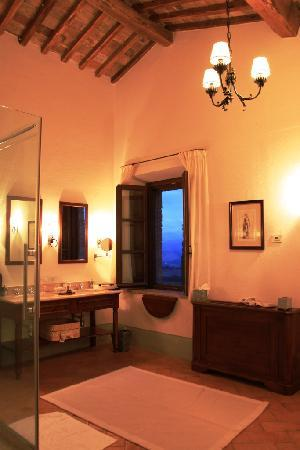 Castello Banfi - Il Borgo: Bathroom at Banfi