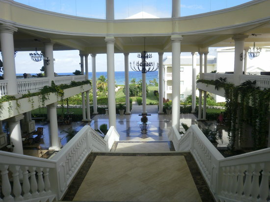 Lucea, Jamaika: This is the open air lobby
