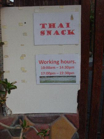 Thai Snack and Massage: Restuarant Hours