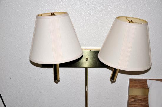 Super 8 by Wyndham Richmond: Broken lamp, electrical hazard