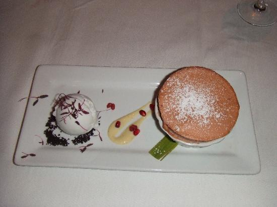 Cafe Martinique: Oh-so-beautiful Strawberry souffle