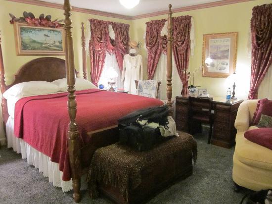 ريد بلاف كوتيدج بد آند بركفاست: My room