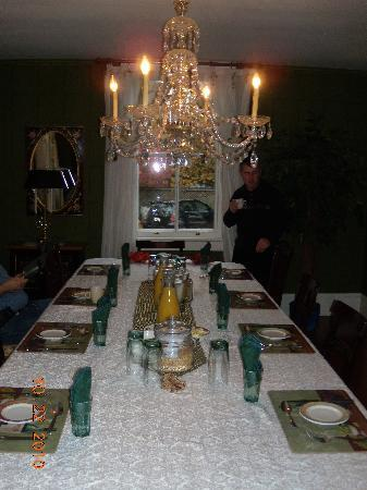 The Burke House: Breakfast room