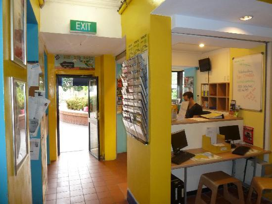 Jolly Swagman Backpackers: Entrance and reception