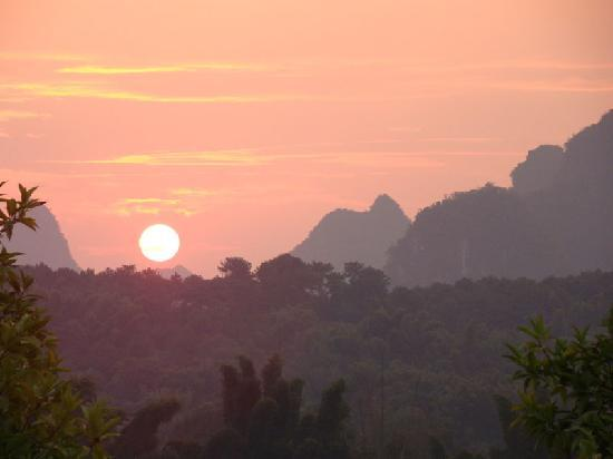 River View Inn: Sunrise over the Li River, from our balcony