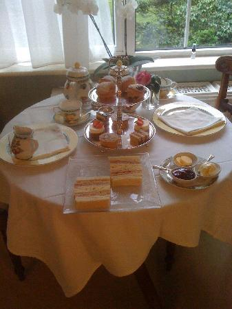 St.Saviour, UK: High tea.