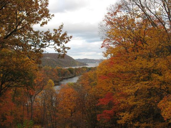 Bear Mountain, estado de Nueva York: View from the lodge's porch