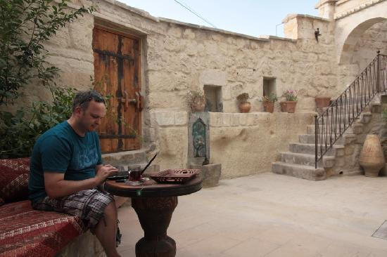 Koza Cave Hotel: patio with WiFi