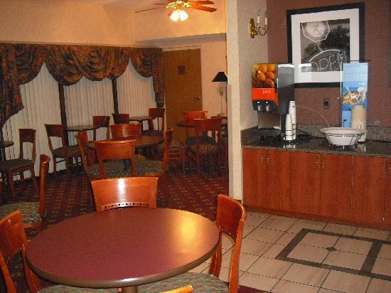 Hampton Inn Columbus South: Breakfast area